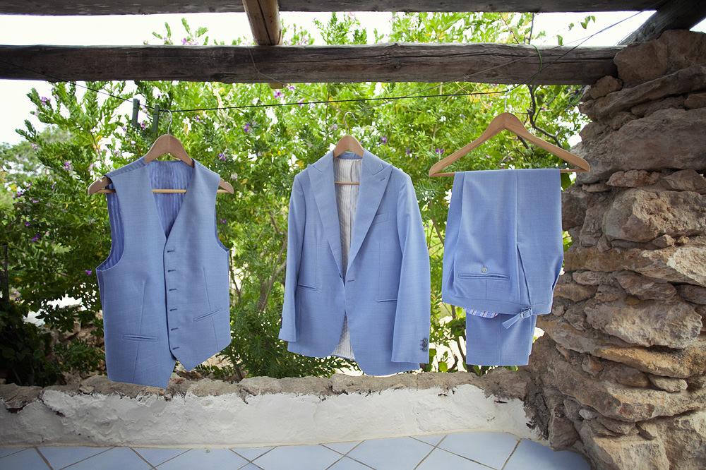 16-wedding-dress-sicily-bride-and-groom-getting-ready