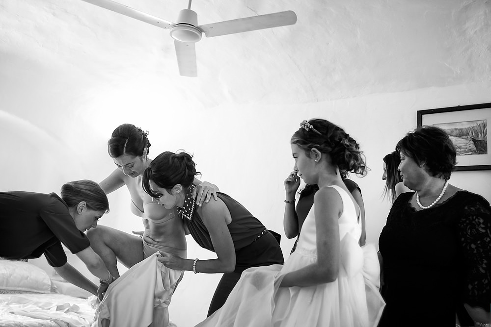 26-bride-and-groom-getting-ready