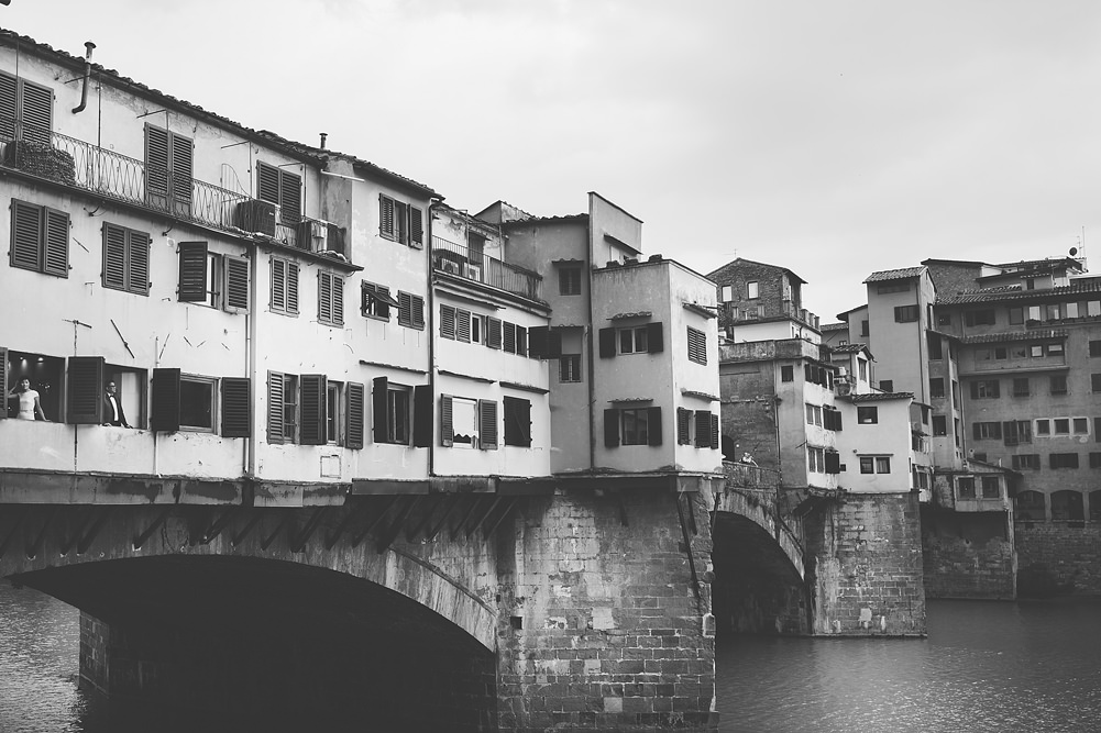 couple-in-ponte-vecchio-photography